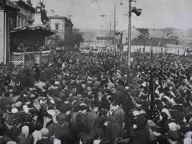 Autor: 1__maj_na_Namesti_osloboditelov Košice historické fotografie / Kronika Slovenskej republiky