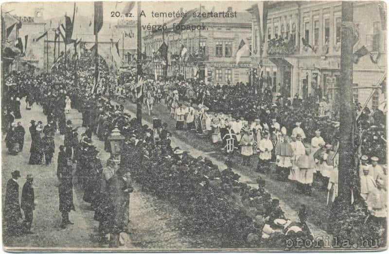 Autor: Smutocny_pohrebny_sprievod_ukladania_ostatkov_Frantiska_II__Rakociho_do_krypty_Domu_sv_Alzbety_ Košice historické fotografie / Kronika Slovenskej republiky