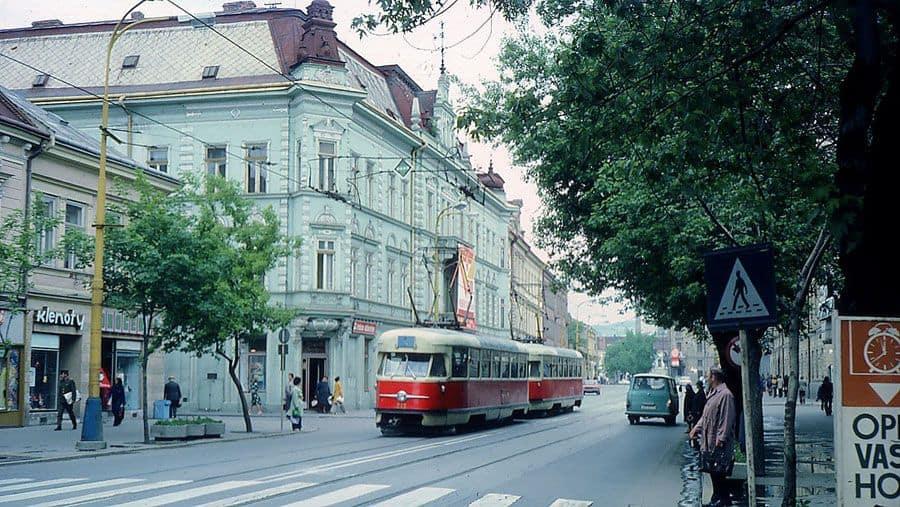 Autor: elektircky_na_Leninovej_ulici__terajsia_Hlavna_ulica Košice historické fotografie / Kronika Slovenskej republiky