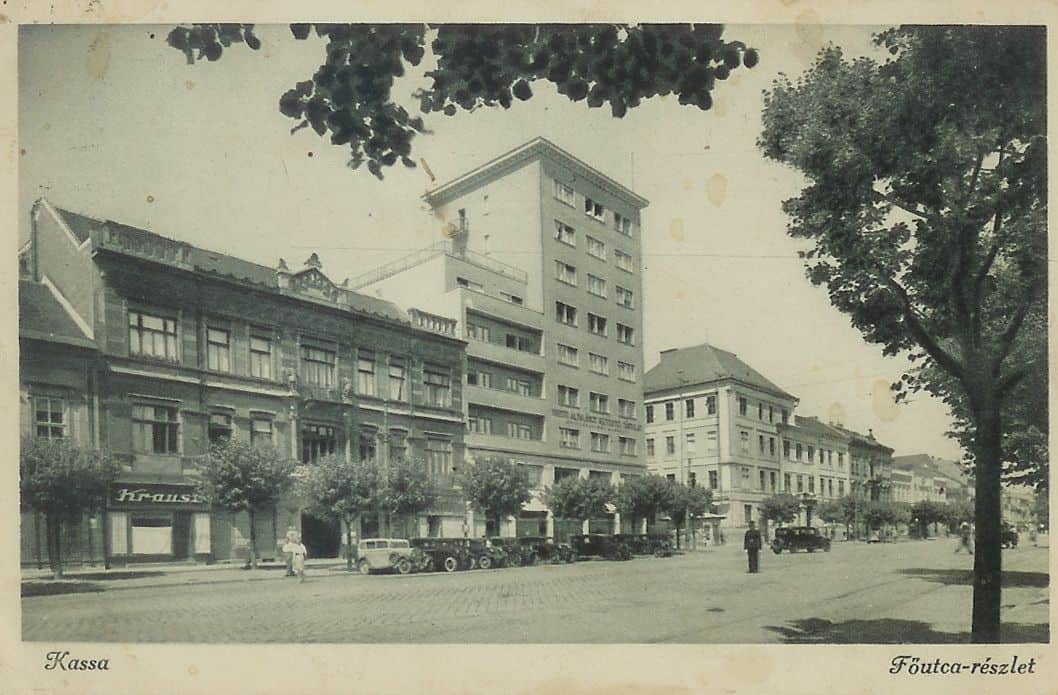Autor: hlavna_ulica__nalavo_v_sucastnosti_stoji_OD_DARGOV Košice historické fotografie / Kronika Slovenskej republiky
