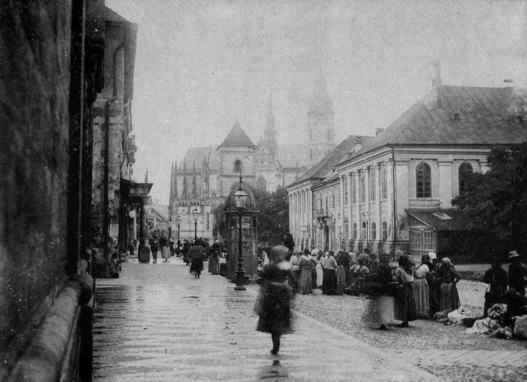 Autor: hlavna_ulica__stare_divadlo Košice historické fotografie / Kronika Slovenskej republiky